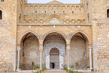 arched entrance cefalu