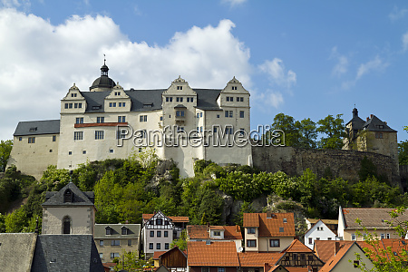castle ranis over the houses of