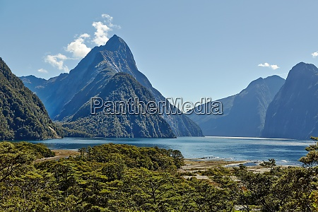 landscape in new zealand fjordland