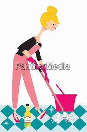 mujer fregando el suelo con vinagre