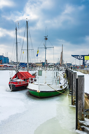 winter time in the city port