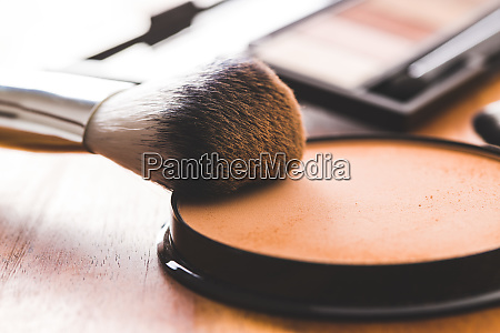 the makeup powder and brush