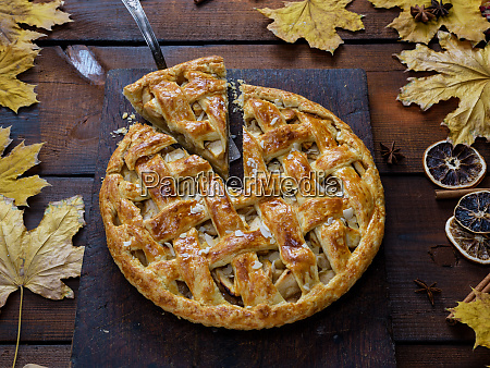 baked whole round apple pie on