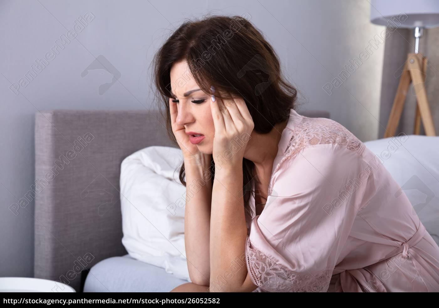 woman, having, headache - 26052582