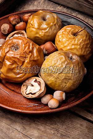 baked apples with nuts
