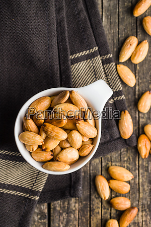 salty roasted almonds
