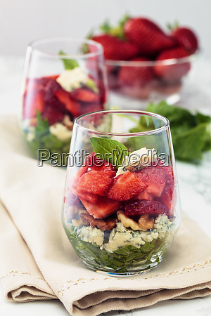 spinach salad in glass