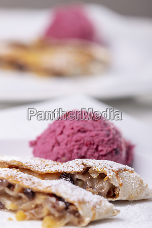 apple strudel and ice cream