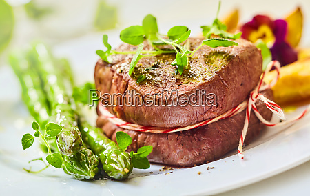 rare roasted medallion of beef fillet