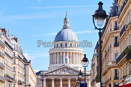 the pantheon building at daylight