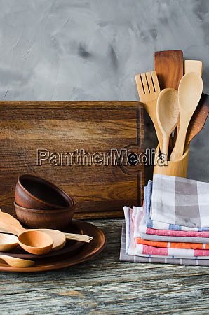 ceramic plates wooden or bamboo cutlery