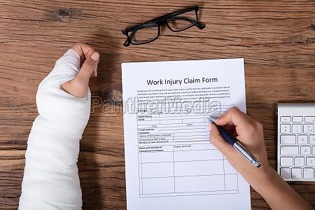 injured woman health insurance claim form
