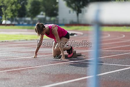 teenage runner training start on race