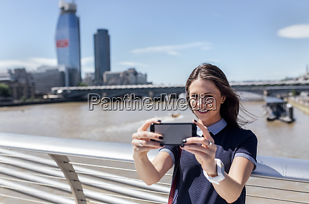 uk london woman taking a selfie