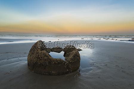 new zealand otago coast moeraki boulders