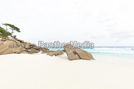 seychelles la digue petite anse beach