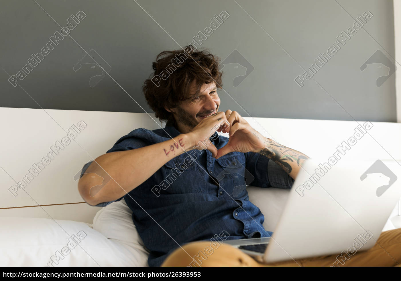 happy, tattooed, man, with, laptop, chatting - 26393953
