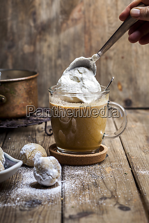 pumpkin spice latte with a dollop