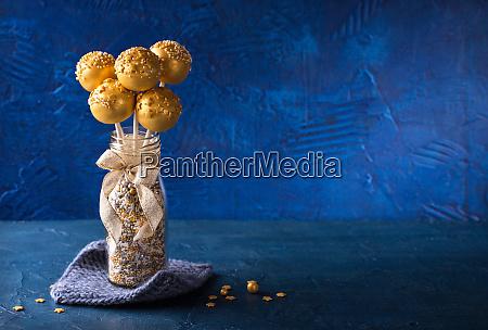 yellow cake pops