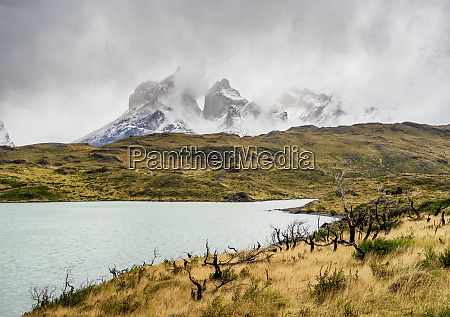 view over lake pehoe towards cuernos