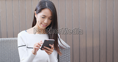 woman use cellphone