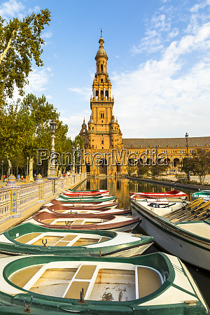row boats for hire in plaza