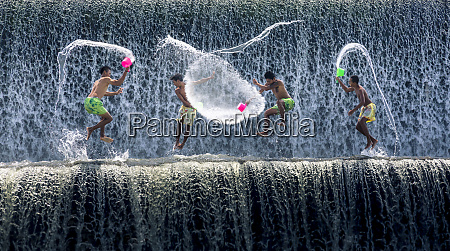 boys water fight tukad unda dam