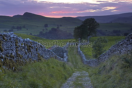 sunset over goat scar lane stainforth