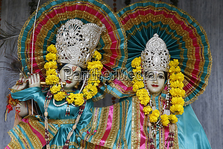 krishna and radha murthis statues in