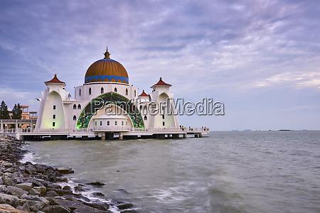 selat melaka mosque malacca malacca state