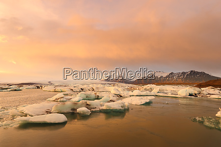 icelandic glacier jokulsarlon at sunset