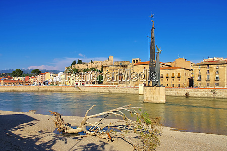 river ebro and the town tortosa