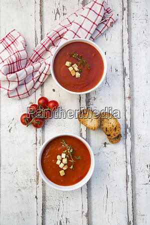 mediterran tomato soup with roasted bread