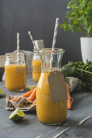 carrot smoothie with limette