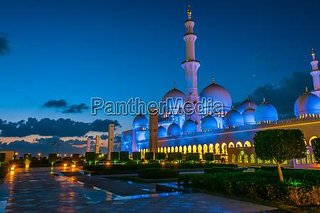 sheikh zayed grand mosque in abu