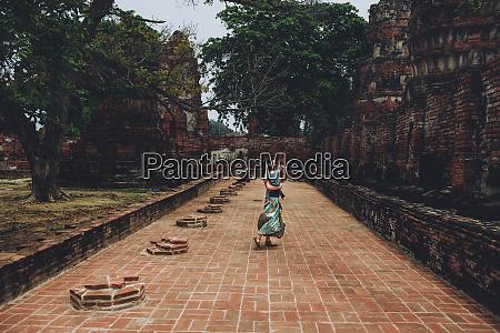 thailand ayutthaya mother and daughter dancing