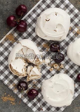 meringues with cherries