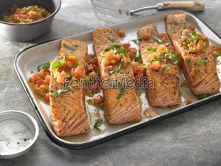 sauteed boneless salmon fillets with leeks