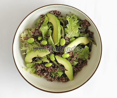kinoa salad with edamame