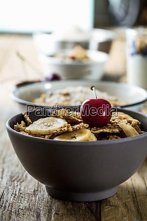 sundt korn med frugt yoghurt og