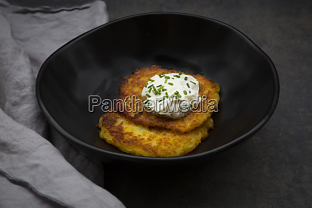 potato fritters with herbed curd cheese