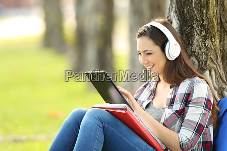 student studying listening on line lessons
