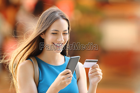 woman buying on line on the