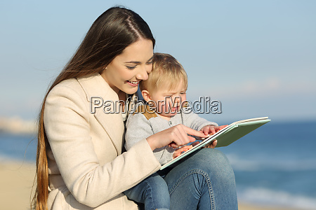 kid learning and mother showing a