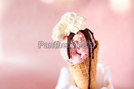 strawberry ice with chocolate and cream