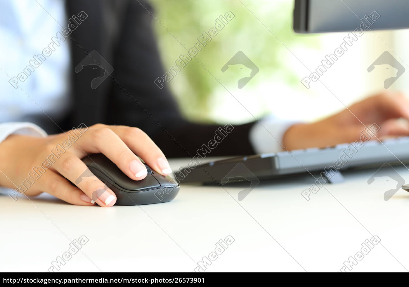 office, worker, hand, using, computer, mouse - 26573901