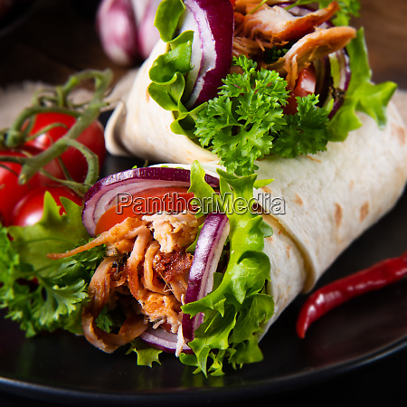 tasty wraps filled with pulled pork