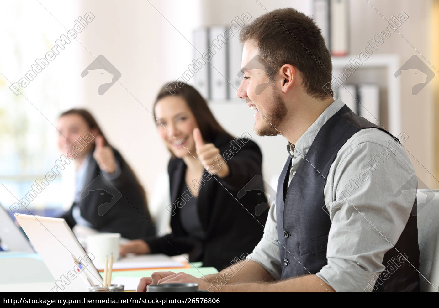 proud, employee, being, congratulated, by, colleagues - 26576806