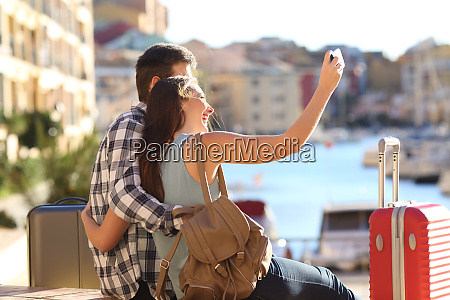 happy tourists takig selfies on summer