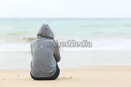 teenager girl thinking watching the sea